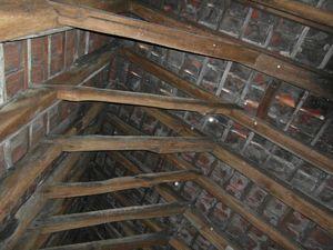 sporenkap bestaande toestand - zicht op de onderkant van de pannen
